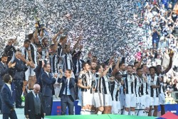 "Juventus' players celebrate the 2016-2017 Italian Serie A Championship (Italian ""Scudetto"") at the end of the Italian Serie A soccer match Juventus FC vs FC Crotone at the Juventus Stadium in Turin, Italy, 21 May 2017. ANSA/ANDREA DI MARCO"