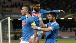 NAPLES, ITALY - FEBRUARY 25: Marek Hamsik, Dries Mertens and Lorenzo Insigne of Napoli celebrate a goal 1-0 scored by Marek Hamsik during the UEFA Europa League Round of 32 second leg match between SSC Napoli and Villarreal FC on February 25, 2016 in Naples, Italy. (Photo by Francesco Pecoraro/Getty Images)