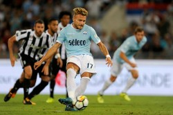 ROME, ROMA - AUGUST 13: Ciro Immobile of SS Lazio scores theopening goal a penalty during the Italian Supercup match between Juventus and SS Lazio at Stadio Olimpico on August 13, 2017 in Rome, Italy. (Photo by Marco Rosi/Getty Images)