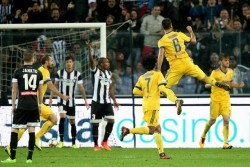 Juventus' Sami Khedira (R) celebrates with his teammates after scoring the 2-5 goal during the Italian Serie A soccer match Udinese vs Juventus at Friuli stadium in Udine, Italy, 22 october 2017. ANSA/ALBERTO LANCIA