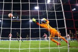 Il gol di Neres: 1-1
