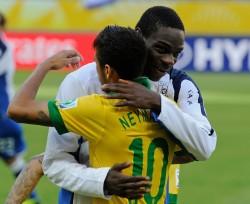 Abbraccio a Neymar