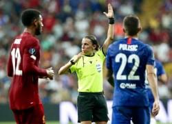 Stéphanie Frappart arbitra Liverpool-Chelsea