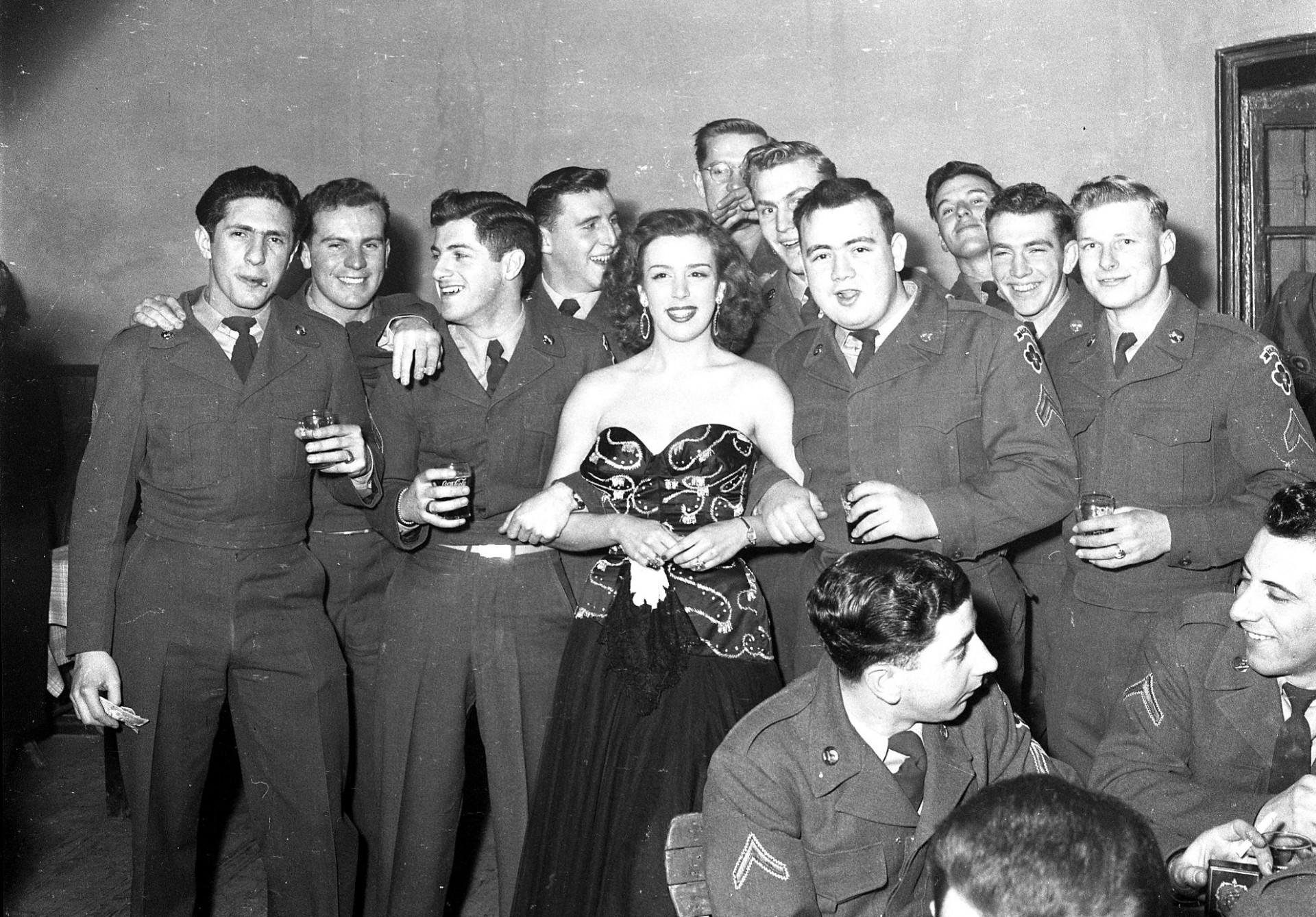 Trieste americana - Al ballo con i soldati