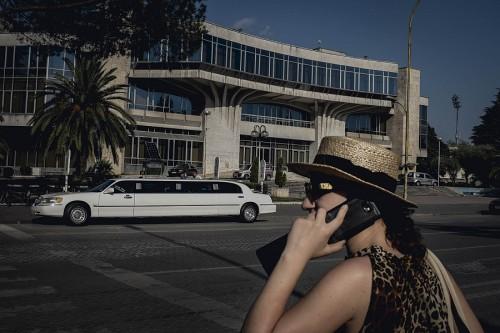 Nel bulevard principale di Tirana: nella capitale dell'Albania vivono circa 700 mila persone. Quasi un quarto della popolazione totale del Paese