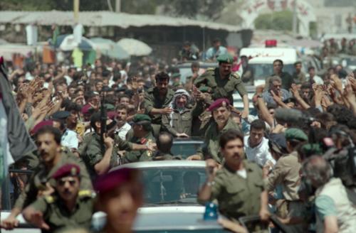 Yasser Arafat entra trionfante a Gaza il 1º luglio 1994 per la prima volta dopo oltre venticinque anni.  (AFP/Manoocher Deghati)