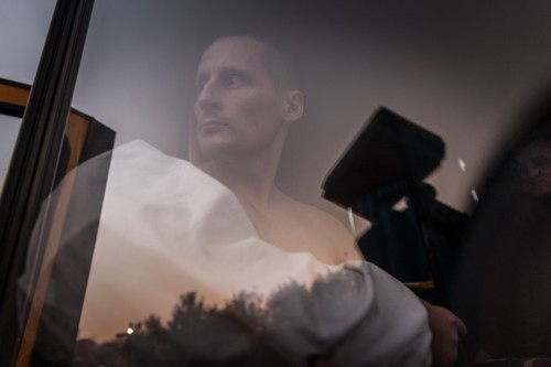 Un militare appena rilasciato dopo uno scambio di prigionieri (Marcello Fauci)