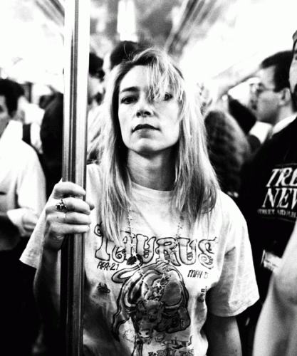 Kim Gordon nella metropolitana di New York