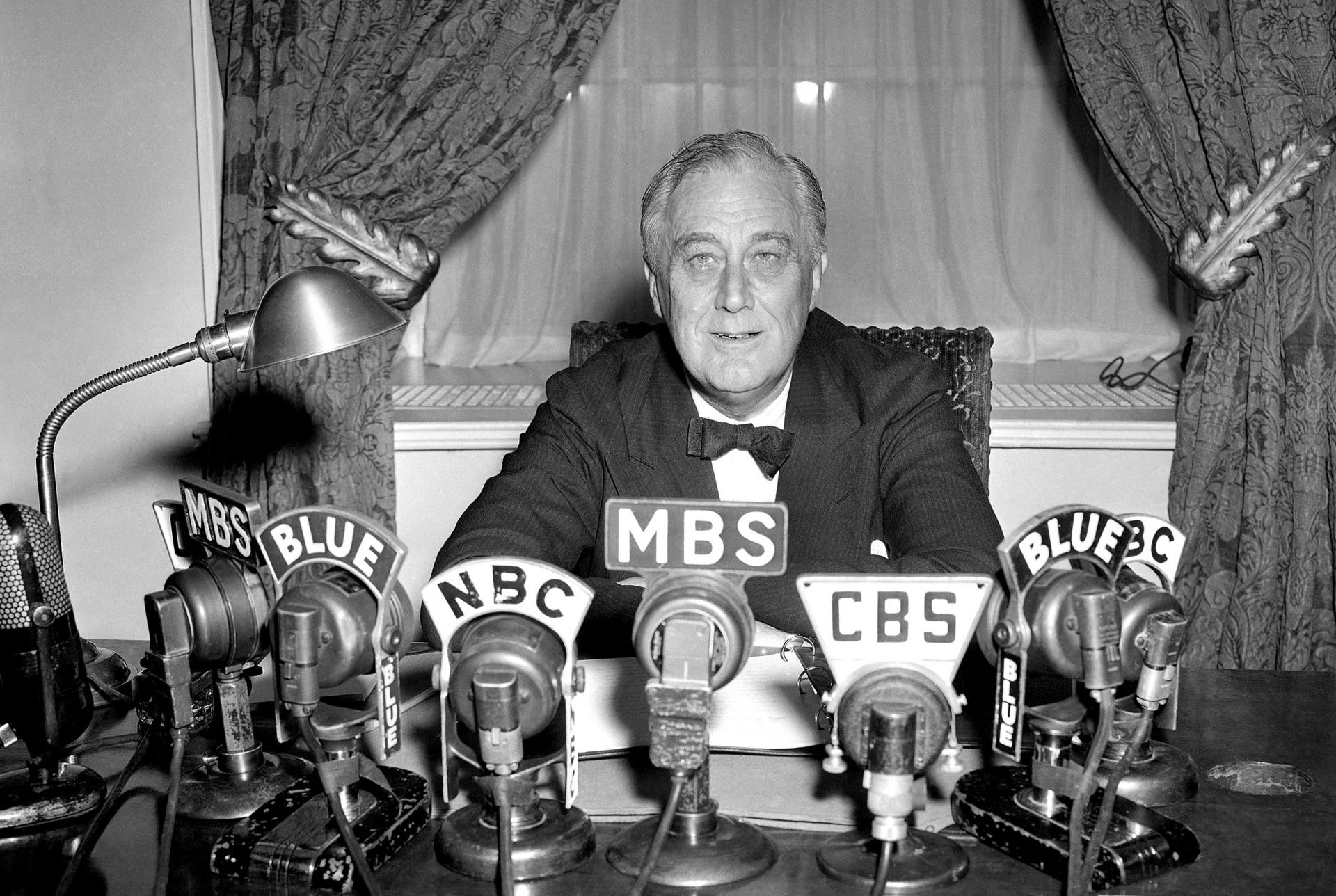 Il presidente Roosevelt annuncia alla radio la notizia dell'armistizio italiano, 8 settembre del 1943 (Ap Photo)