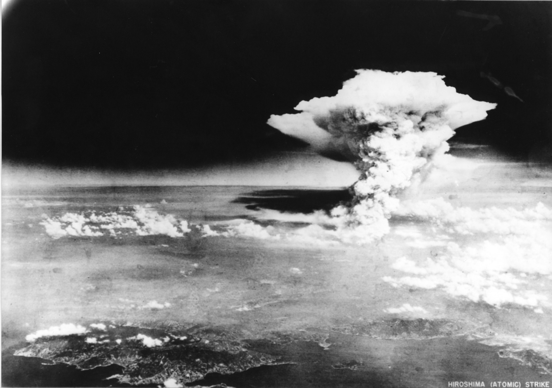 Il fungo atomico nel cielo di Hiroshima