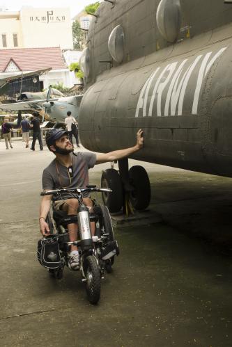 Federico visita il museo dei residuati bellici a Ho Chi Minh City