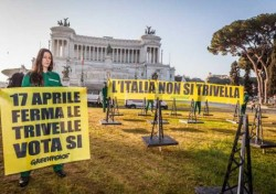Attivisti in azione contro il proliferare delle trivlle in mare