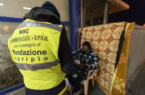 Napoli servizio assistenza Clochard da parte del corriere sociale e fondazione Cariplo Salvatore Laporta / Kontrolab