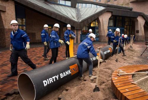 DAPL Action at ING Bank Headquarters in Amsterdam Greenpeace Actie bij ING Hoofdkantoor in Amsterdam