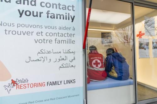 Il tracing bus della Croce Rossa Olandese presso i centri di accoglienza di via Aquila e Caserma Mancini