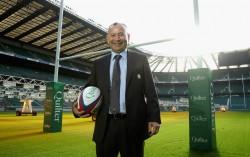 Eddie Jones, allenatore dell'Inghilterra, in posa a Twickenham (David Rogers/Getty Images)