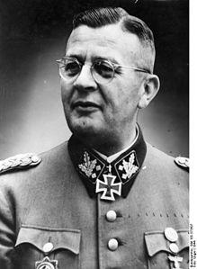 Erich von dem Bach-Zelewsi in uniforme da SS Obergruppenfuehrer (da Wikipedia)