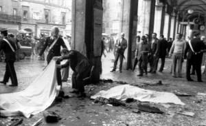 1974 - strage a piazza della Loggia a Brescia e sul treno Italicus.jpg