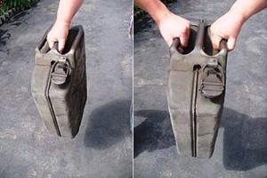 Uso dei manici del Jerrican (dal sito Think Defence)