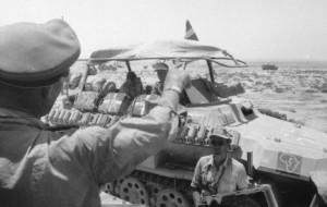 Un semicingolato tedesco in Africa carico di jerrican: quelli con la croce bianca erano destinati al trasporto di acqua potabile (da Think Defence)
