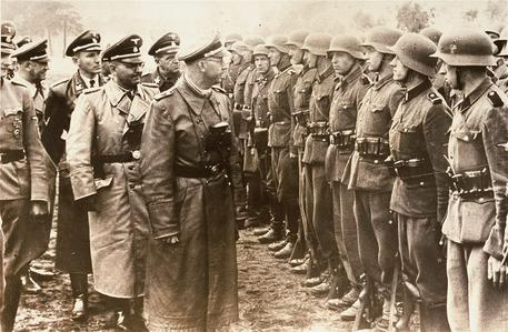 epa03749207 A handout image released by the United States Holocaust Memorial Museum 17 June 2013 shows Reichsführer of the Schutzstaffel (SS) Heinrich Himmler (C) reviewing troops of the Galician SS-Volunteer Infantry Division with SS-Brigadefuehrer Otto Waechter (2-L), the commander of the division, at an unknown location, 03 June 1944. A media investigation released 14 June indicates that a 94-year-old former commander of the SS Galician Division named Michael Karkoc allegedly has lived near Minneapolis, Minnesota, since shortly after the end of World War II. EPA/US HOLOCAUST MEMORIAL MUSEUM / HANDOUT BW ONLY EDITORIAL USE ONLY/NO SALES
