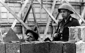 muro_di_berlino_la_costruzione_2_ap
