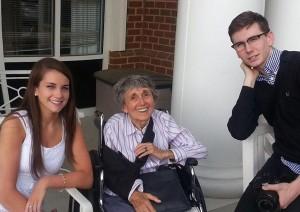Rita Friedman, al centro, con la sua famiglia (foto fornita al Mail da Joshua Friedman)