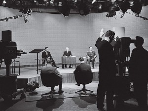 Lo studio tv del duello: erano presenti 4 giornalisti più il moderatore