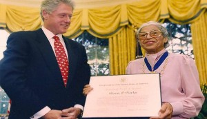 620-rosa-parks-bill-clinton-metal-of-freedom.imgcache.rev1445954005990.web.945.544