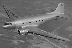 Un Dc-3 in versione civile come quello su cui morì Leslie Howard. Nella versione militare era conosciuto come Dakota