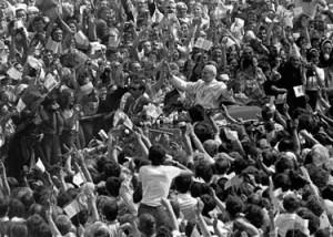 Giovanni Paolo II durante la sua prima visita in Polonia da Papa, 1979 (Wikimedia)