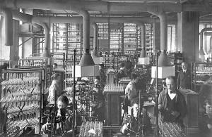 Stabilimento Siemens per la produzione di lampadine nei primi anni del '900