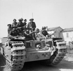 Militari della Brigata Ebraica su un carro armato MK IV nel settore di Mezzano-Alfonsine (14 marzo 1945).
