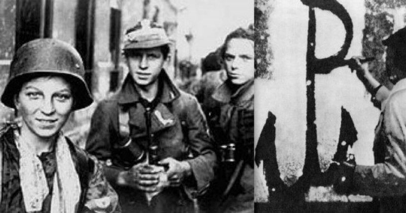 Due scout e una guida polacchi durante la rivolta di Varsavia (agosto 1944)