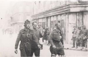 Prigionieri alleati a Dieppe (da Wikimedia)