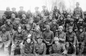 Un gruppo di incursori britannici del King's Liverpool Regiment, 1916 (IWM)