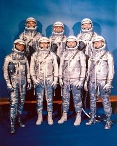 Gli astronauti del programma Mercury. Nella prima fila, da sinistra: Walter Schirra, Donald Slayton, John Glenn e Scott Carpenter; in seconda fila, da sinistra: Alan Shepard, Virgil Gus Grissom e Gordon Cooper (fonte: NASA)