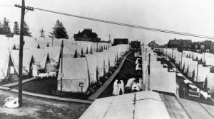 Una tendopoli per separare e curare i malati di Spagnola negli Stati Uniti a maggio 1918