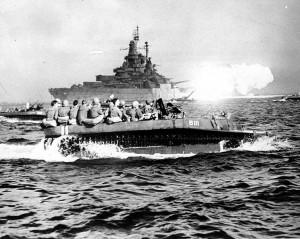 Soldati americani su un mezzo anfibio diretti verso Okinawa (da Wikipedia)