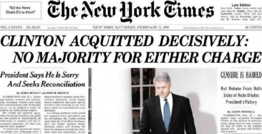 La prima pagina del New York Times con la notixzia dell'assoluzione di Bill Clinton dopo l'impeachment del 1998