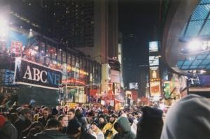 New York: Times Square la notte dell'ultimo giorno dell'anno 1999 (Wikimedia Commons)