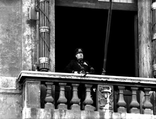 Mussolini annuncia la dichiarazione di guerra, 10 giugno 1940 (Wikipedia)