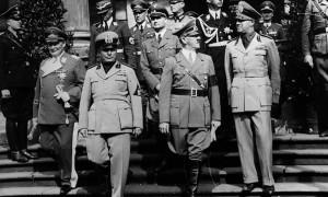 Hermann Göring, Benito Mussolini, Adolf Hitler e Galeazzo Ciano (Wikimedia Commons)