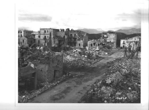Una città devastata dalla guerra: un panorama abituale nell'Europa del 1946 (Wikipedia)