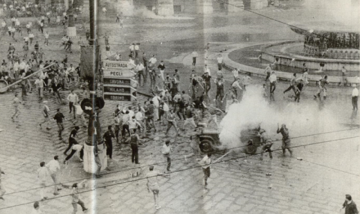 Scontri a Genova nel 1960 (Wikipedia)