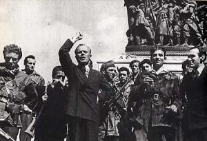 Sandro Pertini a Milano, aprile 1945 (Wikipedia)