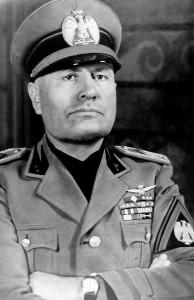 Benito Mussolini. Il Duce del Fascismo volle a tutti i costi partecipare alla battaglia aerea sull'Inghilterra (Wikimedia Commons)
