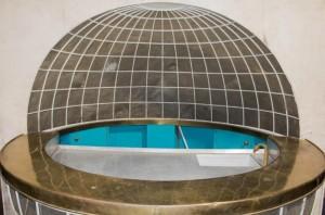 Il bar a forma di globo che si trovava sull' 'Aviso Grlle', lo yacht di Adolf Hitler, messo all'asta in Maryland dalla Alexander Historical Auctions, 19 ottobre 2020. WWW.ALEXAUTOGRAPH.COM +++ ATTENZIONE LA FOTO NON PUO? ESSERE PUBBLICATA O RIPRODOTTA SENZA L?AUTORIZZAZIONE DELLA FONTE DI ORIGINE CUI SI RINVIA +++ ++ HO - NO SALES, EDITORIAL USE ONLY ++
