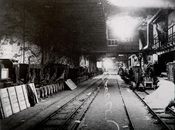 Un'immagine del 26 aprile 1945 mostra le gallerie sotterranee di Mittelbau Dora