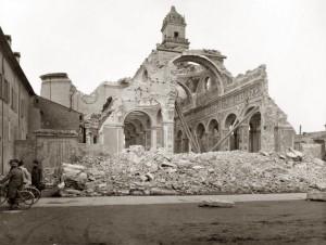 ChiesadiSanBenedetto-Fe-dopoibombardamenti: La chiesa di San Benedetto (Fe) distrutta dai bombardamenti della Seconda guerra mondiale. – NO CREDIT